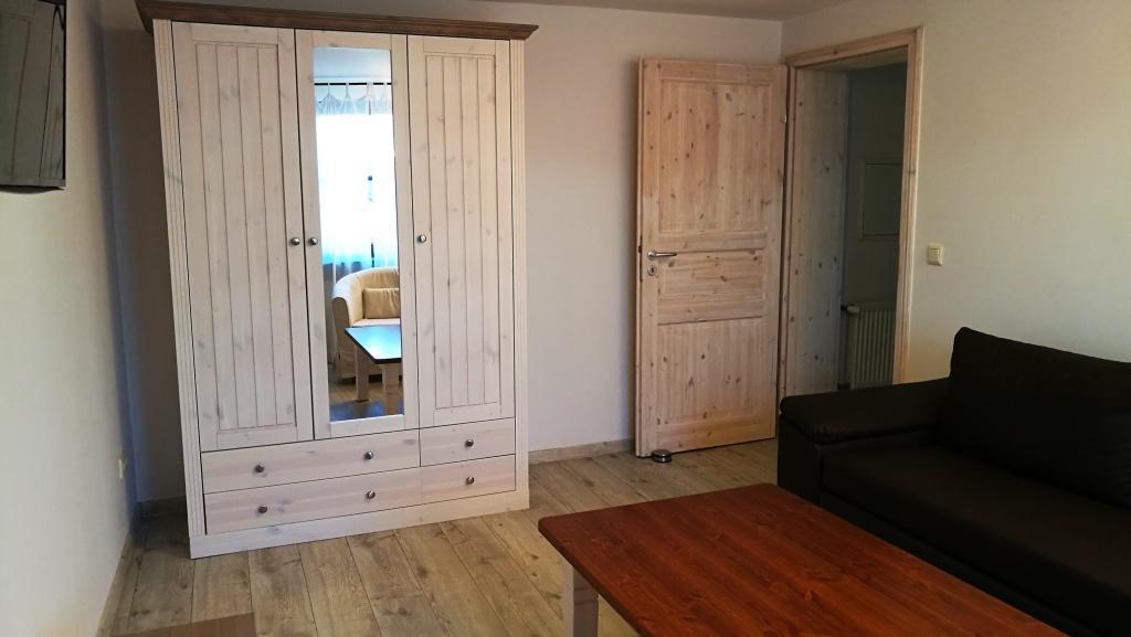 Wohnzimmer Türseite